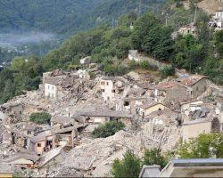 Fuerte terremoto golpeó el centro de Italia: al menos 73 muertos.