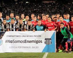 Los jugadores de Talleres y Belgrano, juntos contra la violencia