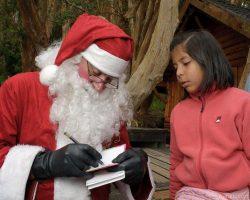 Papá Noel estará recibiendo a los niños de Villa La Angostura