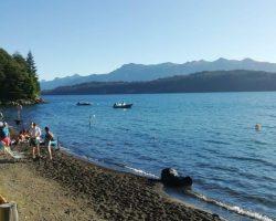 Verano accesible en las playas: el modelo angosturense que lo distingue de otros destinos