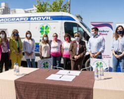 Firmaron un convenio para mejorar el acceso al mamógrafo móvil en toda la provincia